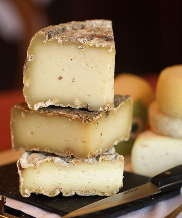 formaggi-colazione-agriturismo-langhe