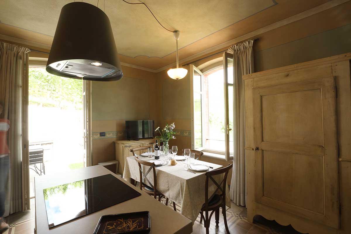 alba-4-appartamento-vacanze-esclusivo-langhe-cucina-alba-2